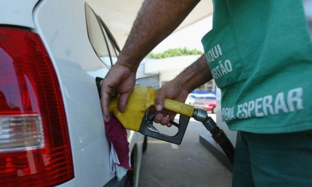 Resultado de imagem para Petrobras baixa preço do combustível pela quinta vez em 2020