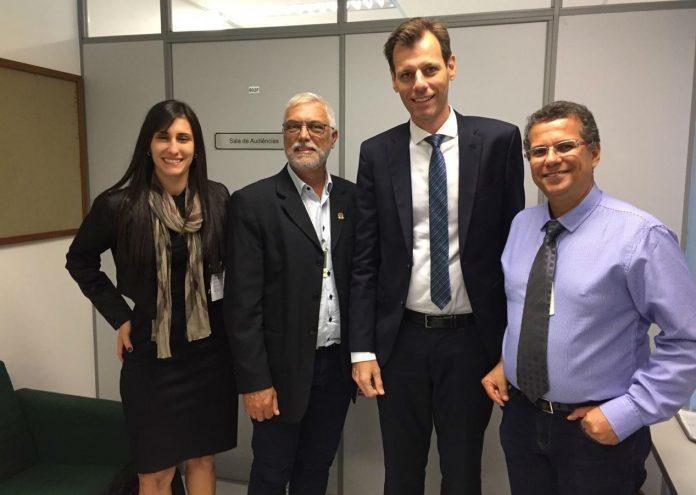 Em Vitória, novo Secretário da Aviação Civil garante permanência da base macaense em leilão